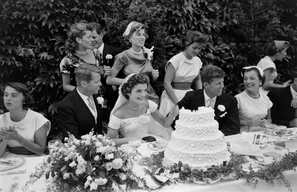 the-wedding-of-john-f.-kennedy-and-jacqueline-bouvier-1953-23-1024x662.jpg