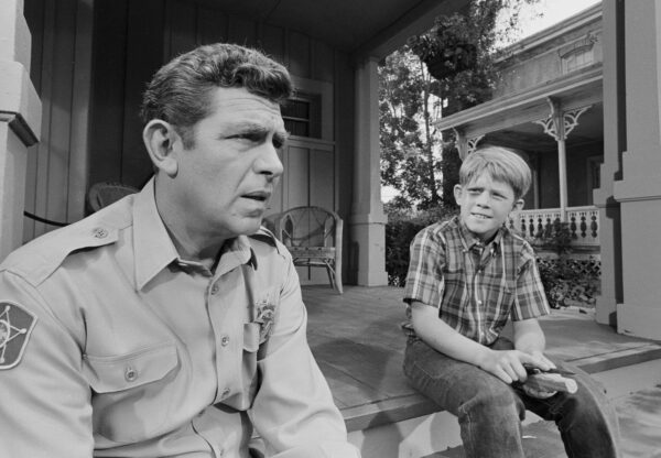 """LOS ANGELES - JUNE 20: THE ANDY GRIFFITH SHOW ep: """"Opie's Girlfriend"""". Andy Griffith and Opie (Ron Howard). (Photo by CBS via Getty Images) *** local caption *** Ron Howard;Andy Griffith"""